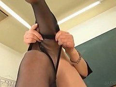 Asian in stockings shows ass