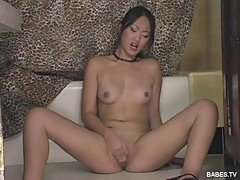 Asian sweety Evelyn Lin makes her pussy dripping wet